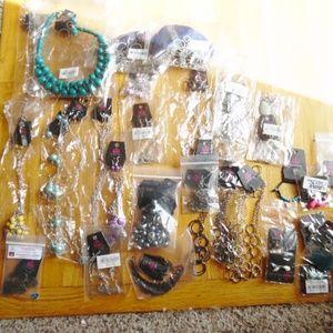 33 pcs paparazzi jewelry. Lot New
